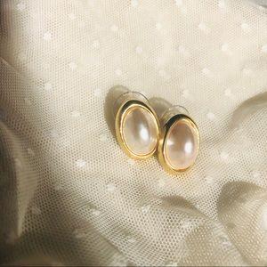 Richelieu Gold Tone Pearl Cabochon Stud Earring